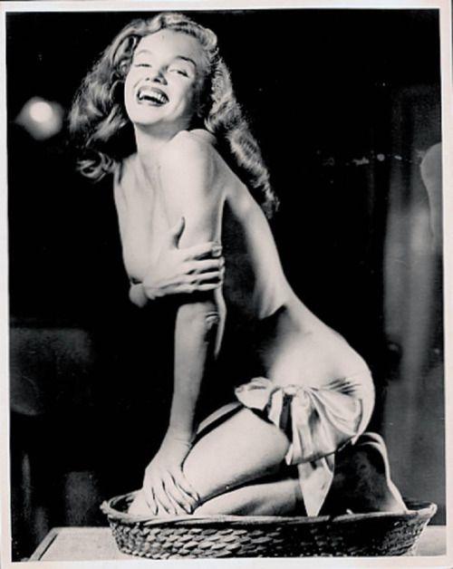 pinups-gogo: Marilyn Monroe - c. 1948 -49  by Earl Moran
