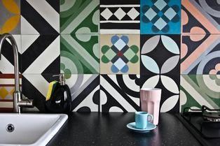 Backsplash. Tiles: Purpura. #cementtiles