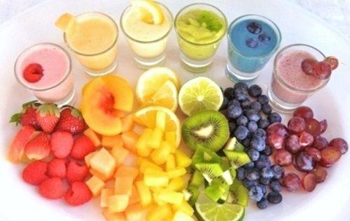 La frutta è un alimento da consumarsi il più possibile durante l'arco della giornata. Purtroppo non se ne mangia abbastanza: ecco allora 7ricette di frullati di frutta che ci aiutano a consumarne una quantità maggiore. I frullati sono un toccasana per il nostro organismo: mantengono infatti tutte le proprietà nutritive della frutta e anche le fondamentali [...]