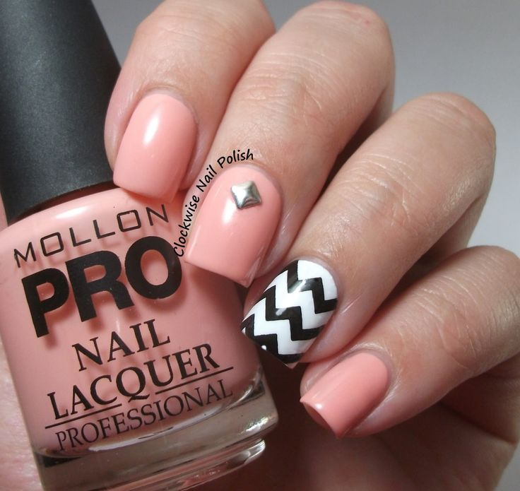 The Clockwise Nail Polish: Mollon Pro 186 Neomagic