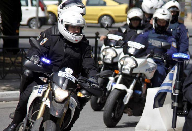 Συνελήφθη 28χρονος που έκλεβε πολυτελή αυτοκίνητα με πλαστές καταθέσεις