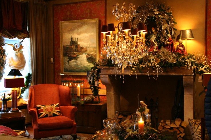 English classic interior with christmass decoration at for Interieur engels