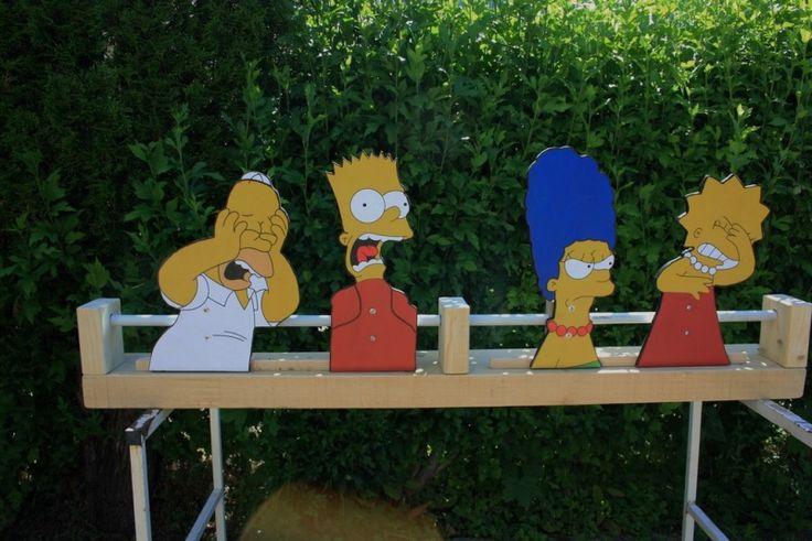 Pour la kermesse de l école, pour des enfants de 6 à 10 ans  personnages prient sur inter net A3 en contreplaqué de 10 mm Jeu avec de vielles balles de tennis