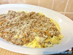 Il ragù bianco alla bolognese è un'alternativa al classico con il pomodoro; molto delicato, si presta benissimo a condire le tagliatelle fatte in casa.