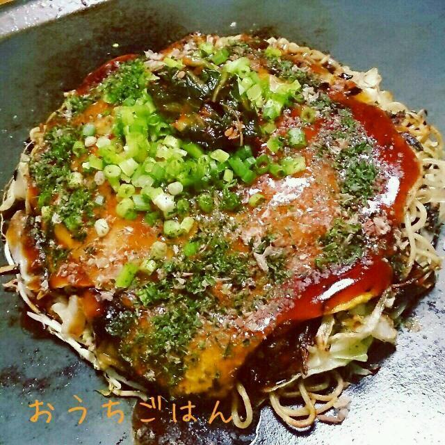 広島のお漬物と言えば広島菜漬  そのお漬物がキムチなってるんです! 今夜は広島菜キムチ、もみじ豚バラ、広島のお好み焼きそば、オタフクお好みソース ガチガチの広島風です(^ー^;A  しゃきしゃきとろ~んで美味しい( ^-^)ノ∠※。.:*:・'°☆ - 60件のもぐもぐ - 山豊の広島菜キムチ入りお好み焼きチーズのせとろけるチーズのせ by shelleell