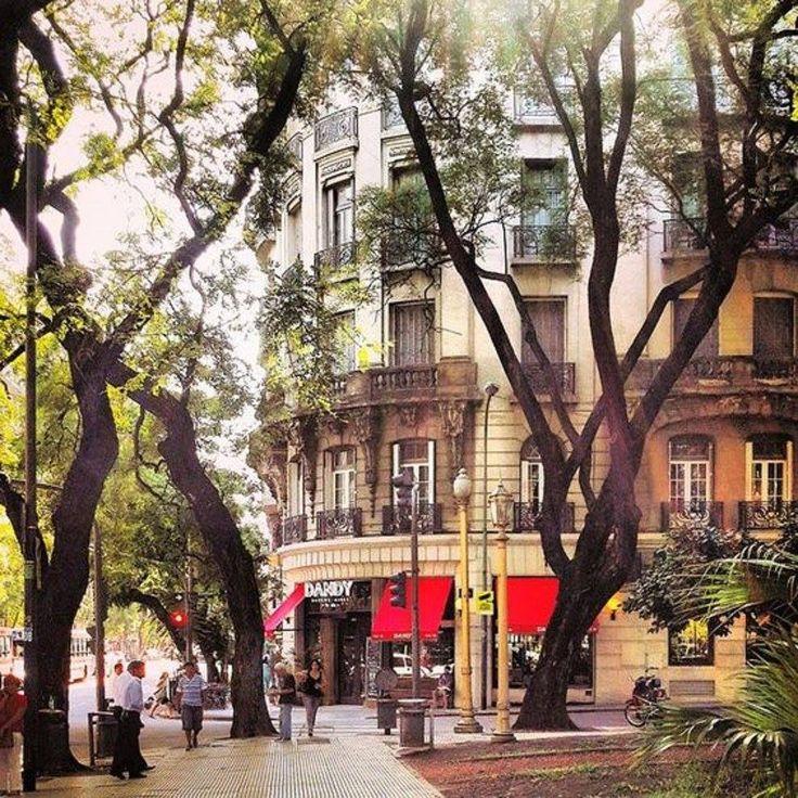 Esmeralda y Santa Fe, Buenos Aires.