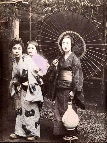 Tamamura Kozaburo, A Girl Carrying Child on Back, 1880s