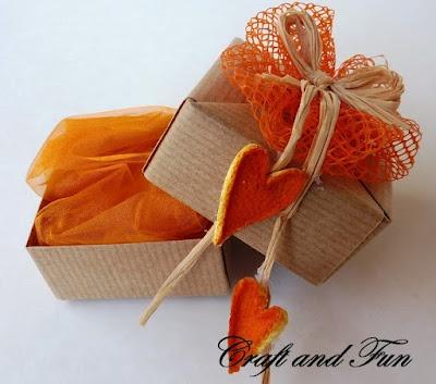 Tutorial  scatolina : Carta, scorza d'arancia e retina delle cipolle sono i materiali riciclati per realizzare la scatolina