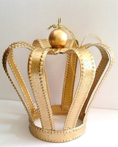 Gold crown party favor.