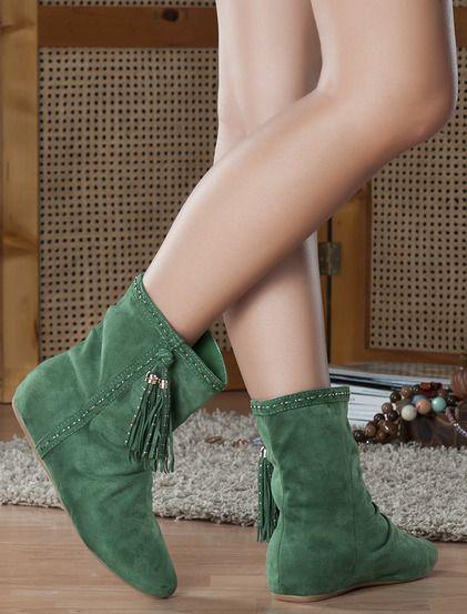 Μποτάκια Αγγελίνα - Κομψά χαμηλά μποτάκια, είναι μονόχρωμα και βελούδινα.Είναι φαρδύ στο πάνω μέρος , διακοσμημένο στο πλάι με κρόσια και είναι κατάλληλο για τις καθημερινές σας εμφανίσεις. 27.99€ #koketa #fashion #shoes