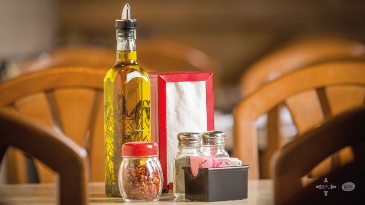Aceite, vinagre y condimentos, se ven mucho mejor en productos #Tablecraft #businesspeopleunlimited / #bpu / www.bpu.com.co