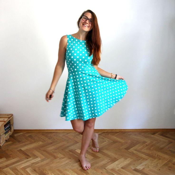 Půlkolové+šaty+s+puntíky+/+3+barvy+Dlouho+jsem+nechápala,+proč+ženy+tak+milují+šaty.+Až+dokud+jsem+si+neušila+tyhle+půlkolovky+:)+Tak+jsem+je+musela+ušít+i+pro+vás!+Na+co+se+můžete+těšit?+✓+příjemný+pevný+a+měkký+materiál+✓+půlkolovou+sukni+od+pasu+krásně+kopírující+postavu+a+žádný+Marylin+Monroe+efekt!+✓+možnost+nošení+2v1+-+buď+s+kulatým,+nebo...