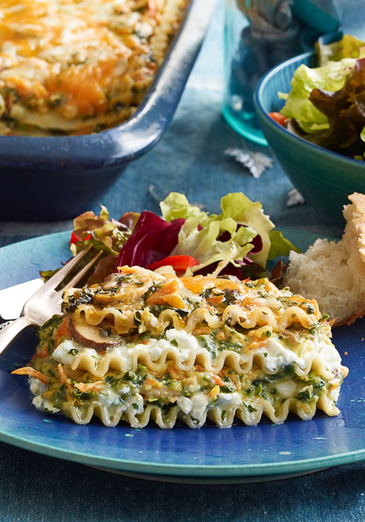 Creamy Cheddar-Vegetable Lasagna- Creamy lasagna with cheddar cheese and vegetables. Nobody will be able to resist its' savoryness.