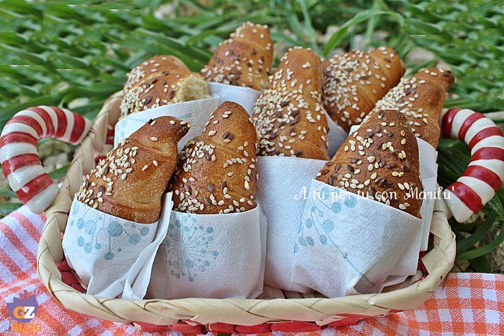 I Cornetti salati sono ideali per un buffet di compleanno, una gita fuori porta o nel cestino del pane a tavola. Ideali sia per il dolce che per il salato