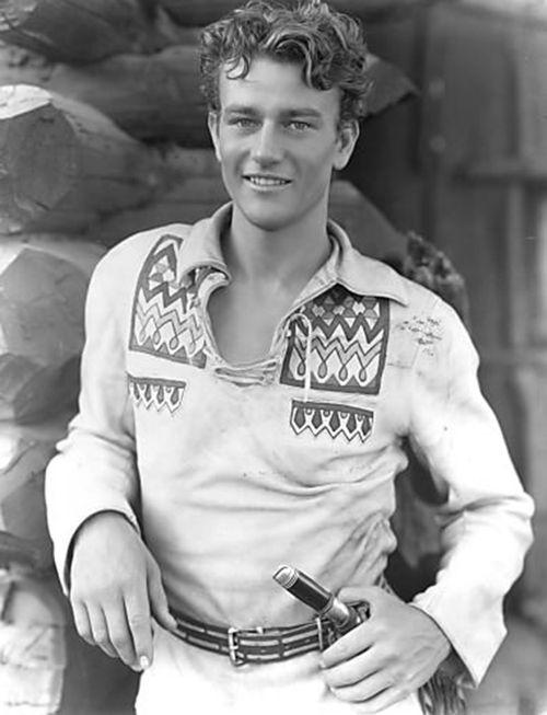 """John Wayne en """"La Gran Jornada"""", 1930"""