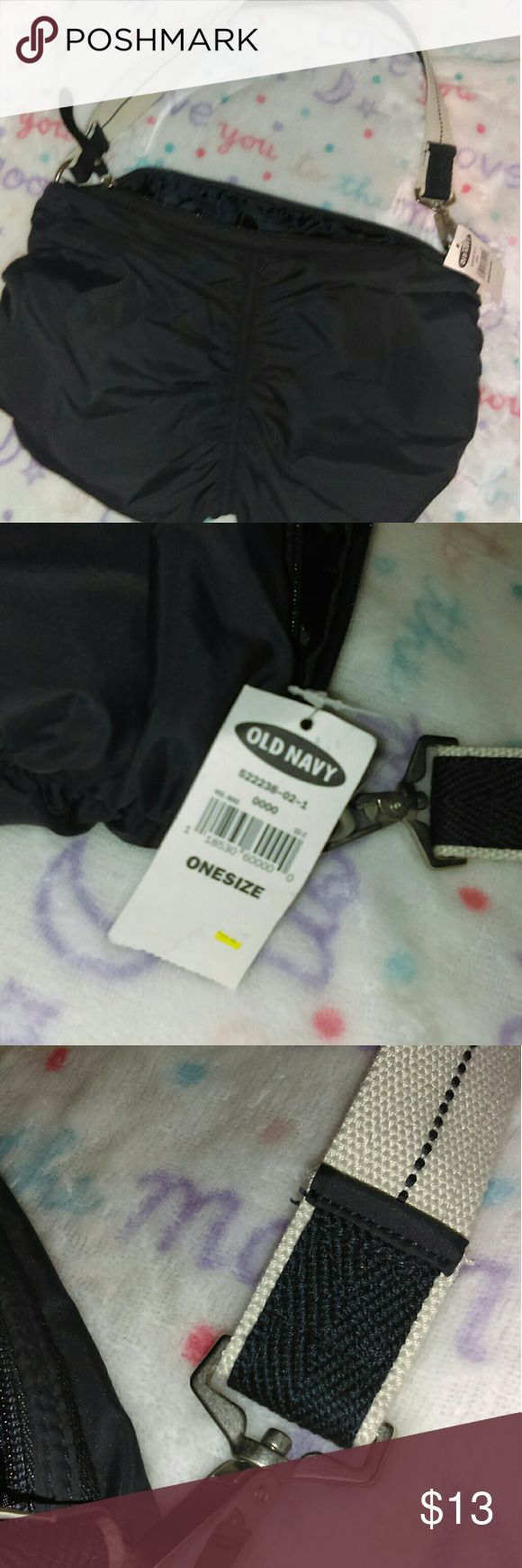 NWT Old Navy Shoulder Bag One pocket on the inside. Any questions please ask. Thanks for viewing. Happy poshing! Old Navy Bags Shoulder Bags