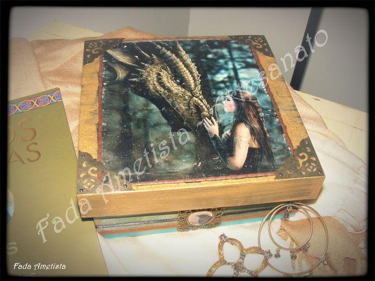 Caixa em madeira pintada ● Fototransfer ● Mundo das Fadas