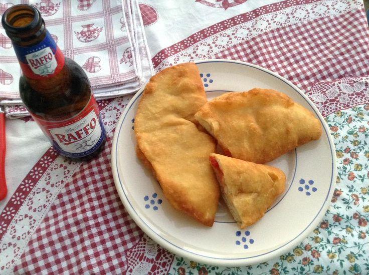 www.trullilaginestra.com L'Estate in Valle d'Itria: #Trulli, #Panzerotti e @BirraRaffo  http://www.trullilaginestra.com/estate-valle-ditria-trulli-panzerotti-birra-raffo/… #puglia #foodporn #foodblogger