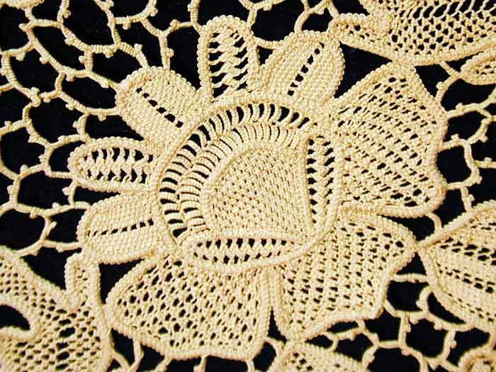 Romanian Lace - slide show with lovely examples of Romanian lace.