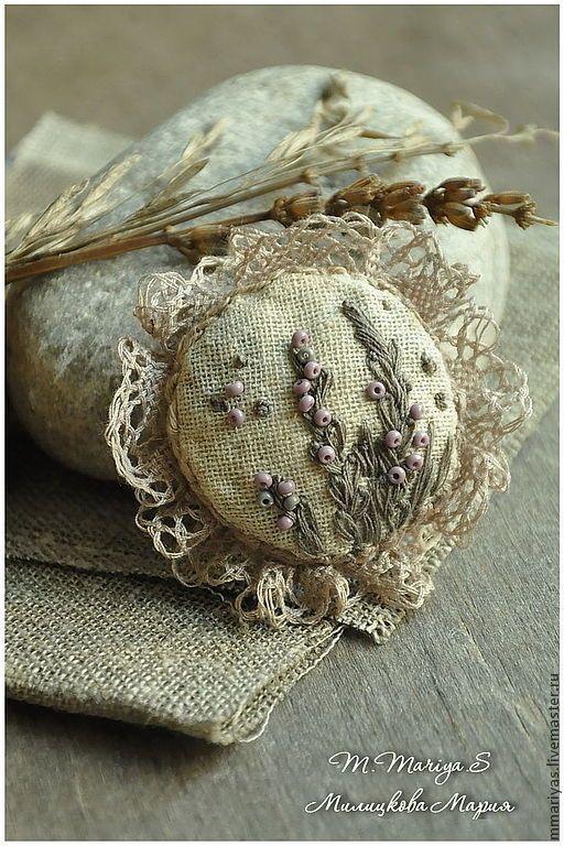 """Купить Брошечка """"Дымчатая Лаванда"""" - бежевый, текстильные, кружево, лен, в цветочек, брошь, бохо, кантри"""