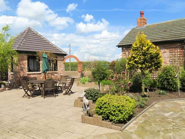 ROE DEER HOUSE, pet friendly, with hot tub in... - VRBO