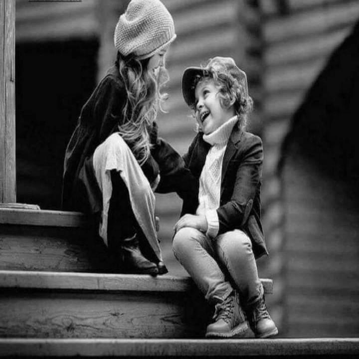 الأخ والأخت حبهم ينبت في رحم الأم وينمو في كفوف الأب ويترعرع في جنبات المنزل يولد معنا ويدفن معنا لم يأتي من نظرة إعجاب ولا من كلا Couple Photos Scenes Couples