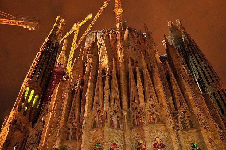#sagradafamiliabarcelona #nightshot #niceplaces #arquitectura #architecture  #Barcelona #freelifestile #gaudi #gaudigenio #galeryphotography