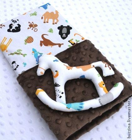Одеяло для новорожденного мальчика + игрушка Лошадка. Этот стильный комплект, состоящий из одеяла и игрушки  Лошадка - отличный подарок на Новый Год для новорожденного.    Лошадь символ 2014 года.    Плед для новорожденной девочки подходит для коляски и кроватки, а также для автомобиля.