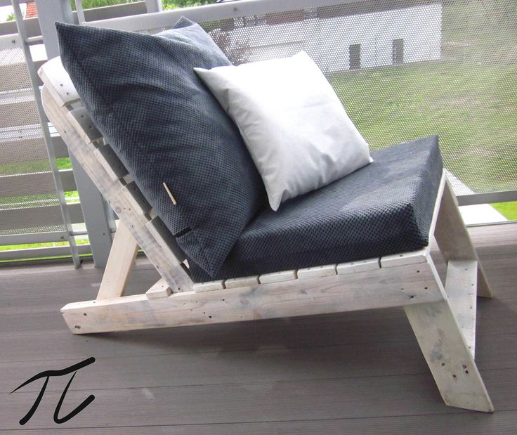Beautiful Upcycled Pallet Terrace Design #palletboxes #palletchair #palletsofa #pallettable #recyclingwoodpallets #terrace Terrace designed, made from the scratch, and installed by Palletideas. Made from upcycled wood from pallets and fruit boxes. Plants project in coopera...