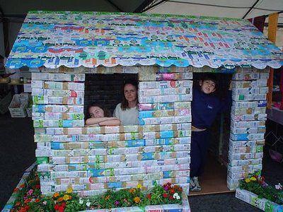 Idee giardino fai da te - Creative DIY garden ideas recycling: CASETTA GIOCHI BAMBINI DA GIARDINO IDEA FAI DA TE: