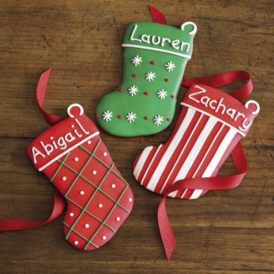 stocking cookies- I love decorating Christmas cookies with my kids. I liked this idea to put the names are on the stocking cookies - great for gifts, classrooms, place cards, etc.