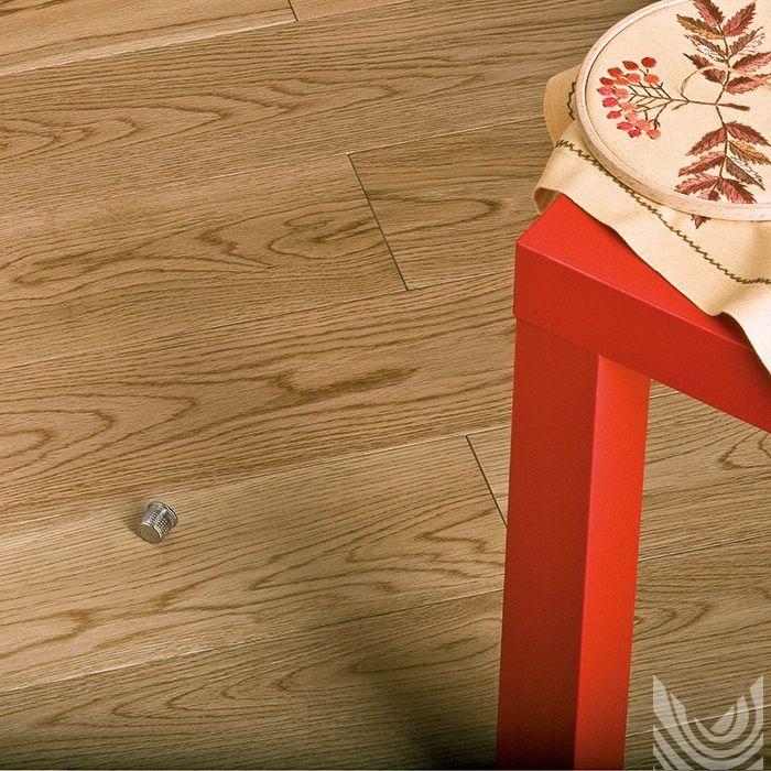 Массивная доска Дуб Натуральный. Дерево в интерьере. Дубовый паркет. Другие фото: http://m-dec.ru/catalog/floor/massivnaya_doska/dub-naturalniy скачать текстуру: http://m-dec.ru/designer/texture/ Массивный паркет. Пол из дуба. Светлый паркет. Светлый пол. Доска под лаком. Пол под лаком.