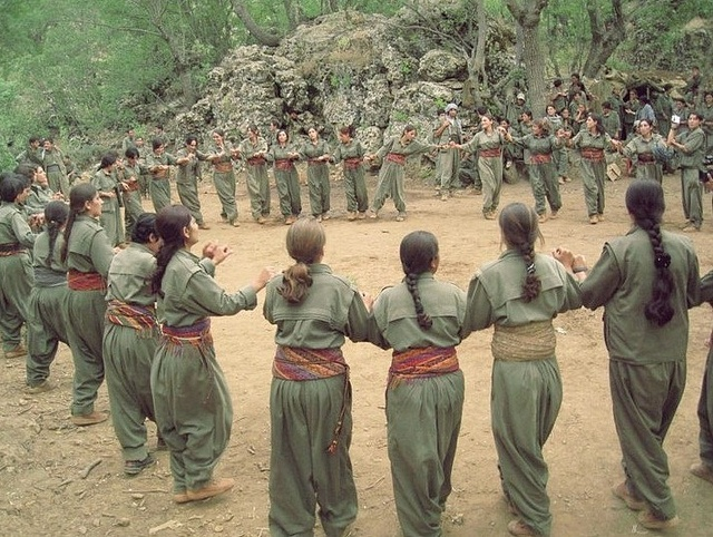 Peshmerga Kurdish girls dancing