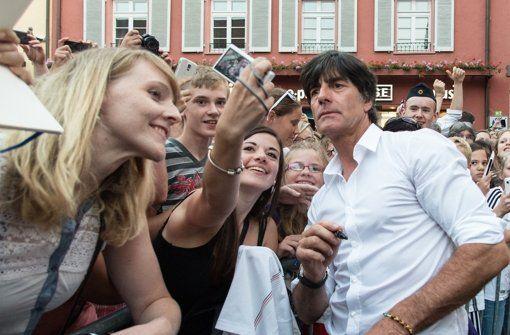 Charlène, Harry und Co.: Winken und Lächeln: Royale Pflichterfüllung - Panorama - Stuttgarter Nachrichten