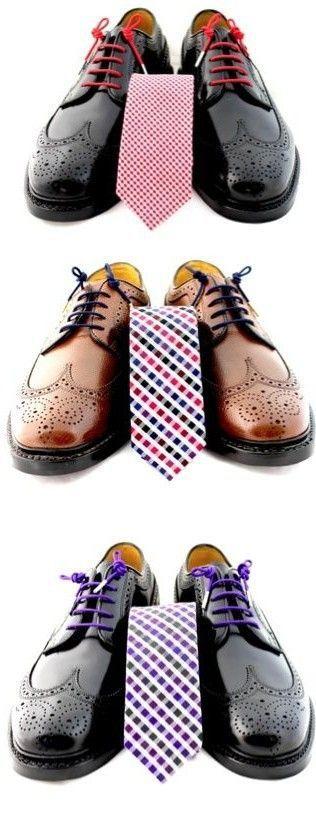 Combinar el color de los cordones de los zapatos con la corbata