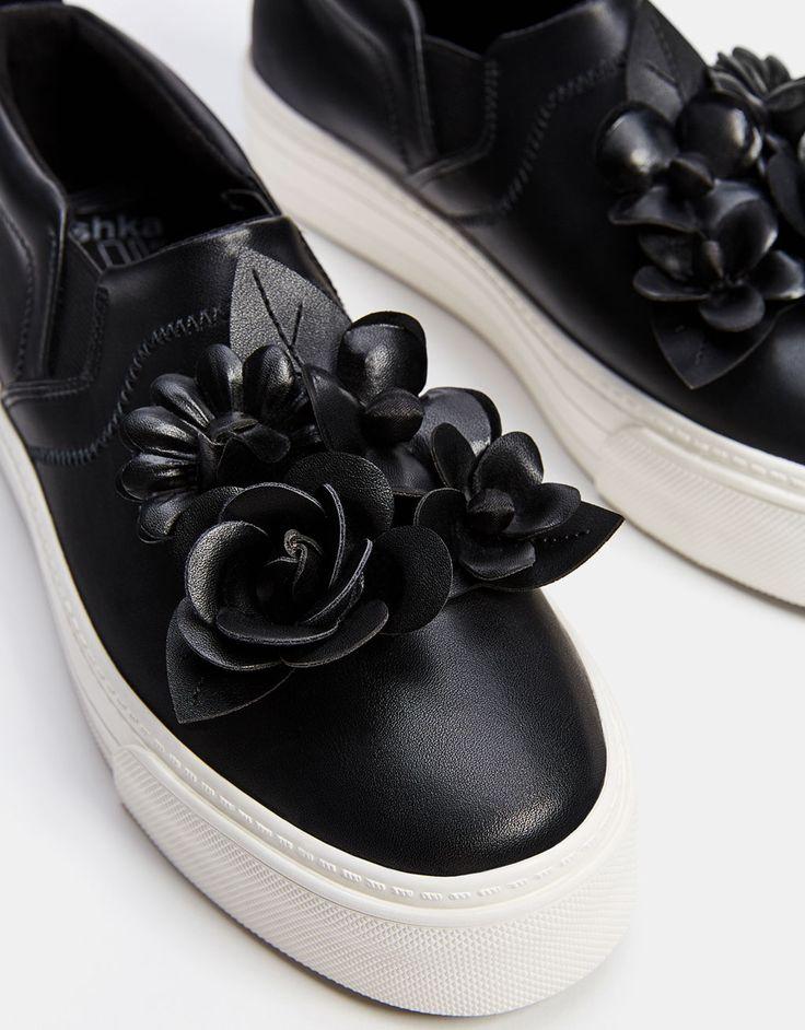 Zapatilla con elásticos y adorno flores - Zapatillas - Bershka España