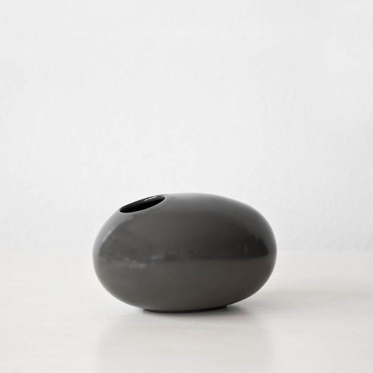 Porcelain pebble vase #porcelain #vase #pebble #handmade #hnstly
