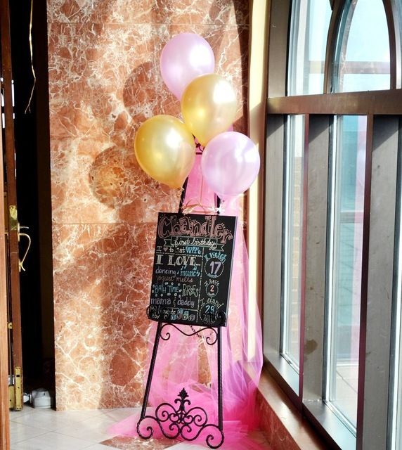 I have access to an over sized easel like this one.Princess Knight Birthday Party Ideas