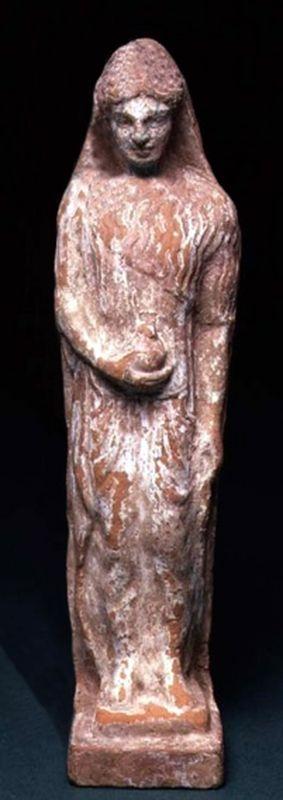 Mujer de pie con la granada, posiblemente la diosa Perséfone - terracota y pigmento de Chipre, 480-450 aC - en el Museo Fitzwilliam, Universidad de Cambridge, Reino Unido