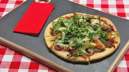 Caramelised onion fig and gorgonzola pizza