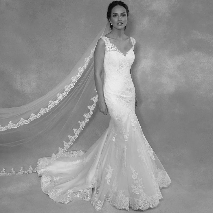 The beautiful 'Callista' by Anna Sorrano 💗 Could this fishtail gown with lace applique be the one for you? 💗