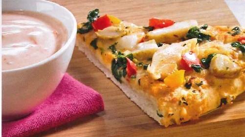 Culinaria Thai Chicken Style met dip: 1 Dr. Oetker Culinaria Thai Chicken Style,  300gr yoghurt,  1 tl tomatensaus,  1 tl mosterd,  2 tl sambal,  2 el abrikozenjam,  (rode) kerriepoeder,  zout en peper.    Bereiding:  bak de pizza af. Yogurt, tomatensaus, zout, sambal en jam mengen in een kom. Maak op smaak met peper, zout en kerrie. Snijd de pizza in stukken en serveer met de dip.