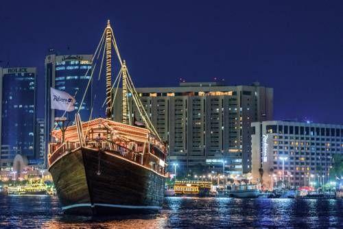 Radisson Blu Hotel, Dubai Deira Creek - Le Radisson Blu Hotel, Dubai Deira Creek est un établissement de luxe situé à Deira, le quartier central des affaires et des loisirs de Dubaï. Adresse Radisson Blu Hotel, Dubai Deira Creek: Baniyas Road  Dubai
