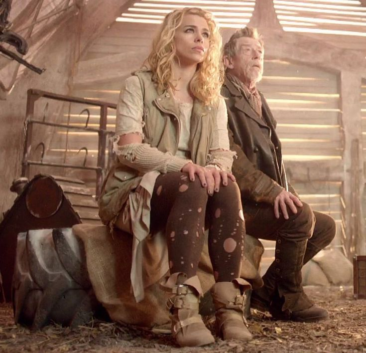 Billie Piper as Bad Wolf and John Hurt as the War Doctor - Doctor Who's 50th Anniversary - Day of the Doctor