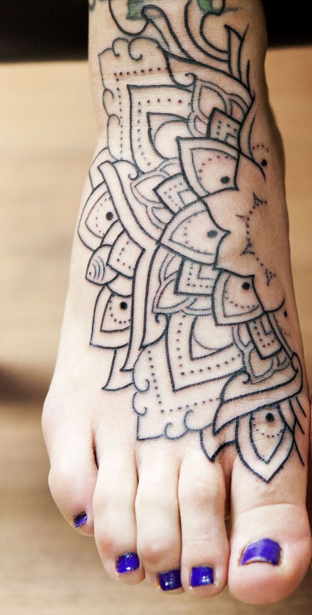 Mandala Feet MANDALA-PILLINA – LTW Tattoo & Piercing Barcelona