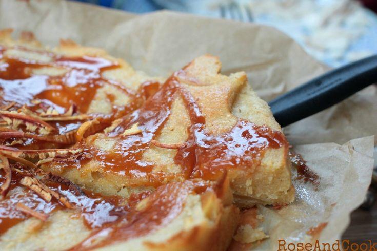 Gâteau fondant aux pommes, sauce caramel {recette}