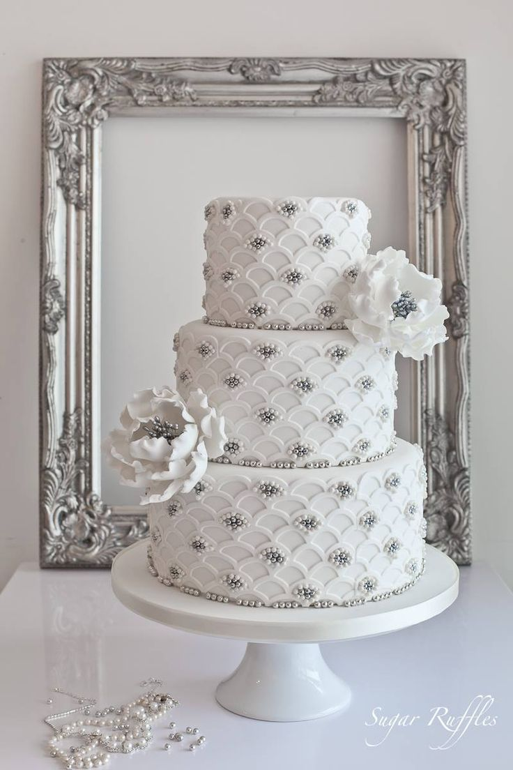 Delicate Wedding Cakes from Sugar Ruffles. To see more: http://www.modwedding.com/2014/05/05/delicate-wedding-cakes-inspiration/ #wedding #weddings #cake