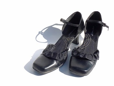 fun idea to try to dress up shoes