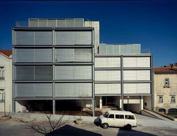 Immeuble Rue Do Theatro, Porto, Portugal,Maître d'oeuvre : Eduardo Souto de Moura #architecture