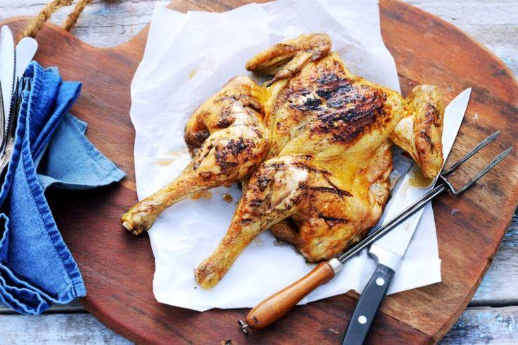 Zo maak je de lekkerste hele kip van de barbecue, gaar én lekker mals - Recept - Allerhande